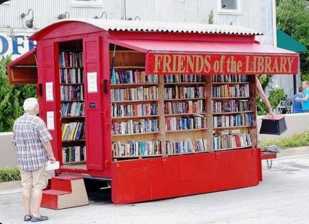 Le livre, produit de première nécessité. Laissez nos librairies et autres bibliothèques ouvertes !