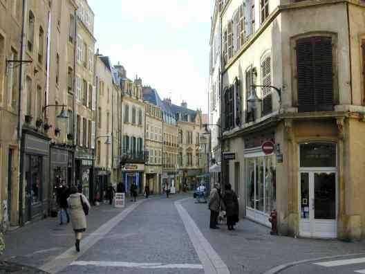 """Mais quelle est cette ville ??<br /><span style=""""font-style: italic;"""">(Indice n&deg;1 : c'est en France)<br />&nbsp;<br />&nbsp;</span>"""
