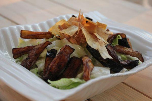 Salade d'aubergine au Taratore, crème de sesame.