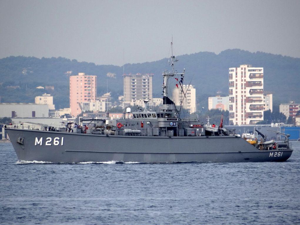 EDREMIT  M261 , chasseur de mines de la marine turque  , appareillant de Toulon le 25 septembre 2017