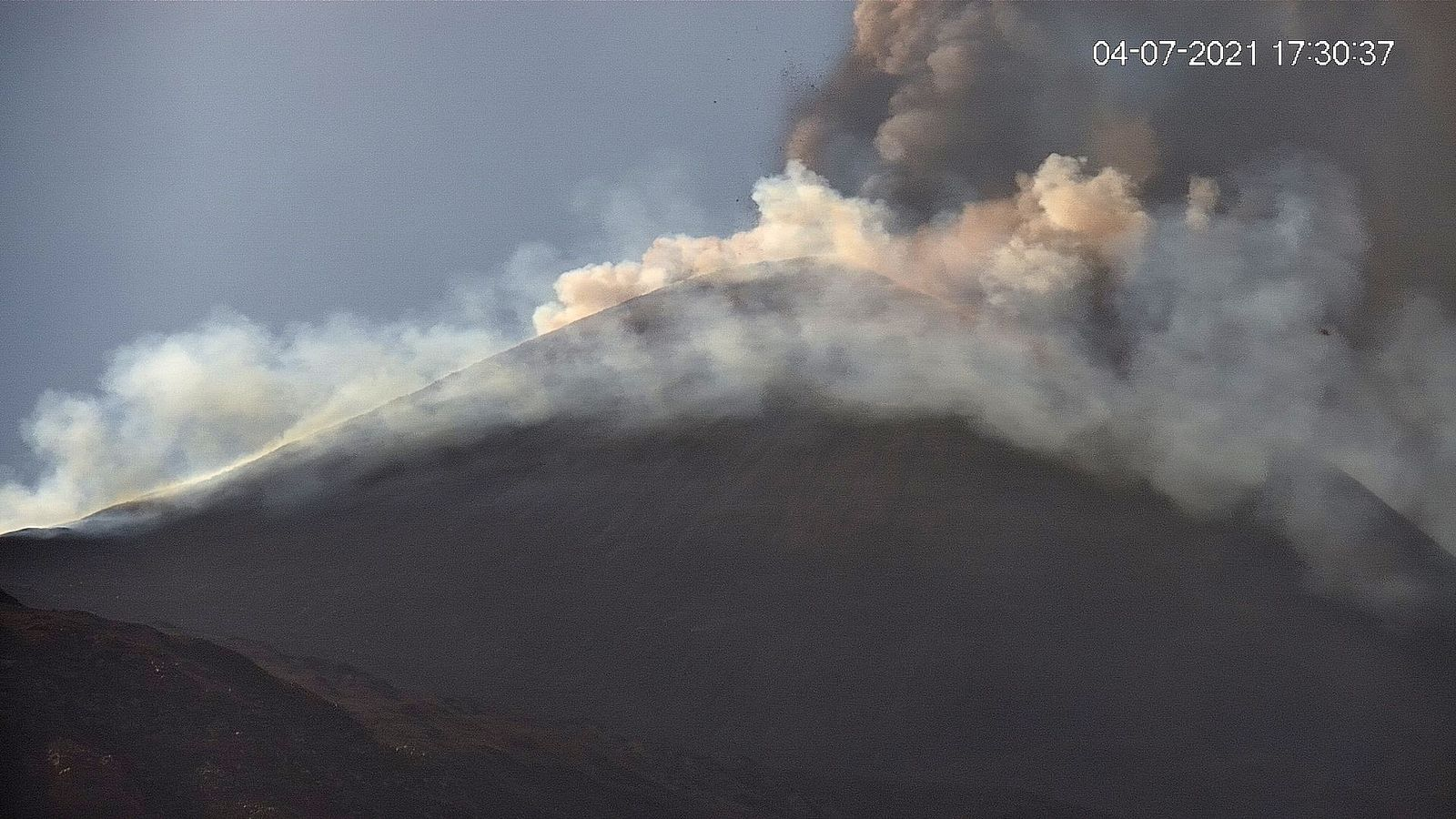 Etna SEC - LAVE webcam 04.07.2021 / 5.30pm