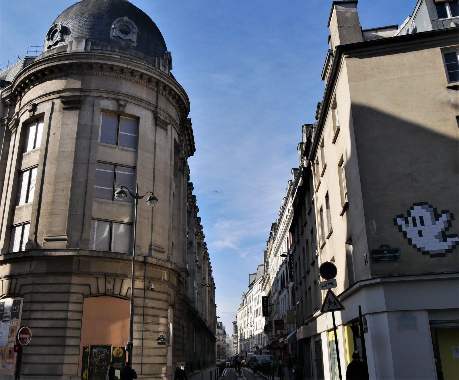 Début de la rue Lamartine à partir de la rue Marguerite de Rochechouart.