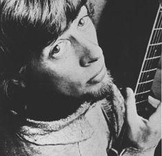john mayall, la figure prestigieuse du blues-rock anglais, maitre à jouer d'éric clapton, de peter green et de mick taylor