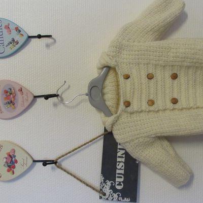 Un paletot au tricot pour bébé