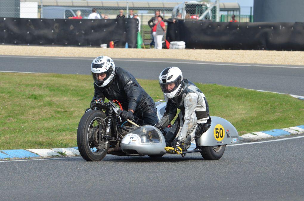 Trophees Jumeaux-2014 Démonstration motos et side-car ancien sur piste à Carole