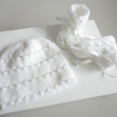 Bonnet et chaussons blancs, bb mixte, tricot bebe, laine fait main