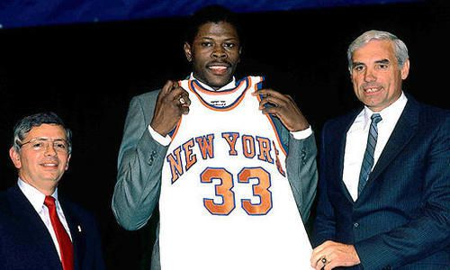 David Stern, à gauche, et Patrick Ewing, future star des Knicks en 1985 - NBA.com/Getty Images