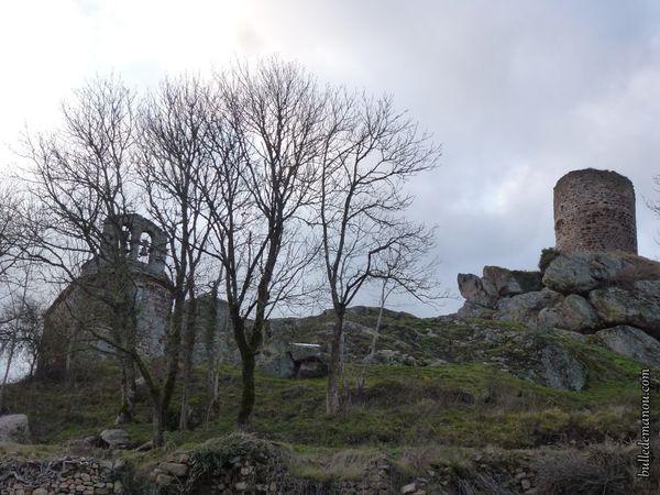 La petite chapelle et la tour...