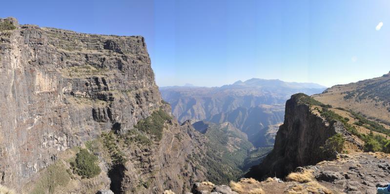 Ethiopie, monts Simien, par le bord de la falaise à Inatye, 4070 m