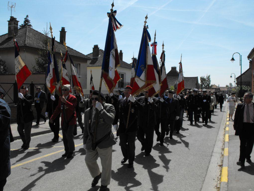 Hommage aux Tirailleurs Sénégalais Du 24 au 28 mai 1940, les Tirailleurs Sénégalais du 24 ème RTS se sont illustrés lors de la bataille d'Aubigny dans la Somme.