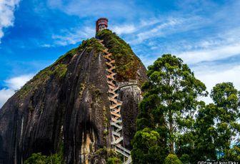 Le Peñón de Guatapé, son panorama splendide et son escalier à donner des sueurs froides