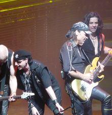 hommage à Ronnie J. Dio par Scorpions