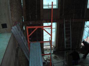 Encore un outil fabriqué maison pour nous aider à redresser les murs