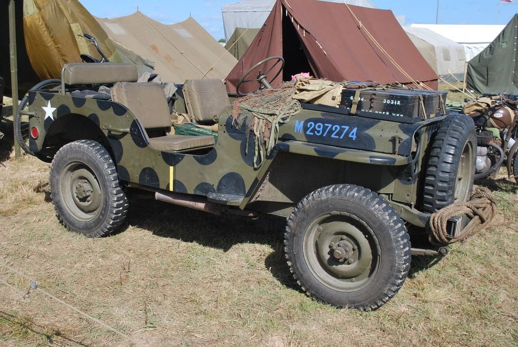 bren carrier, M 8 , Scout Car, jeep, bofors sur GMC, canon US , motos en tous genre, 402 peugeot, traction citrën, 202, laissez passer, Ford?