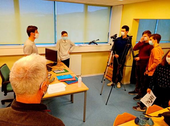 L'équipe prépare le tournage.