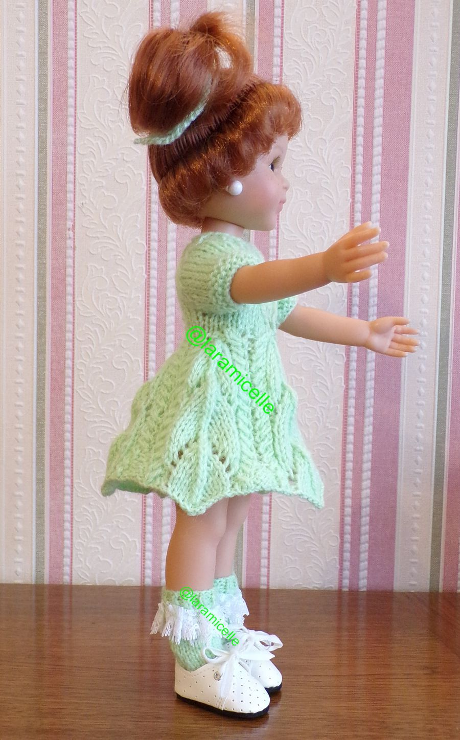 tuto gratuit  poupée  : socquettes  à dentelle