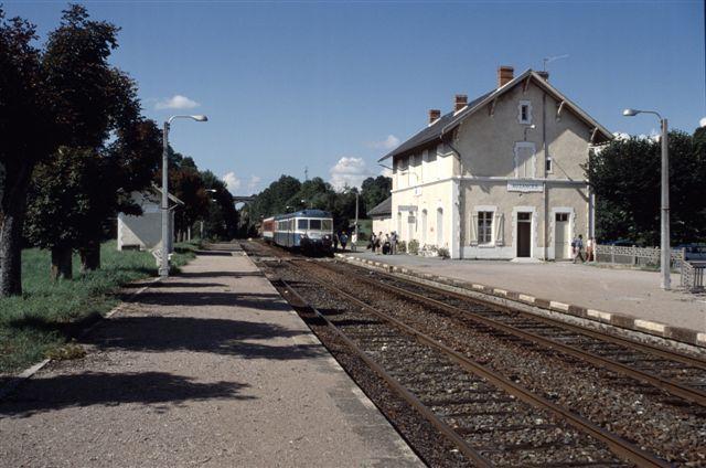 Cet album rassemble des photos prises avant les fermetures de lignes de la SNCF : Lapeyrouse Volvic,  Troyes - Saint-Florentin, Montluçon - Ussel et Puteaux - Issy Plaine. Dans ce derniers cas, la ligne a été récupéré par la RATP qui l'a compl