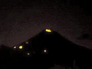 Momotombo - Explosion du 30.01.2016 / 3h45 et ses retombées incandescentes - pas d'autres photos de meilleure qualité du RSNN