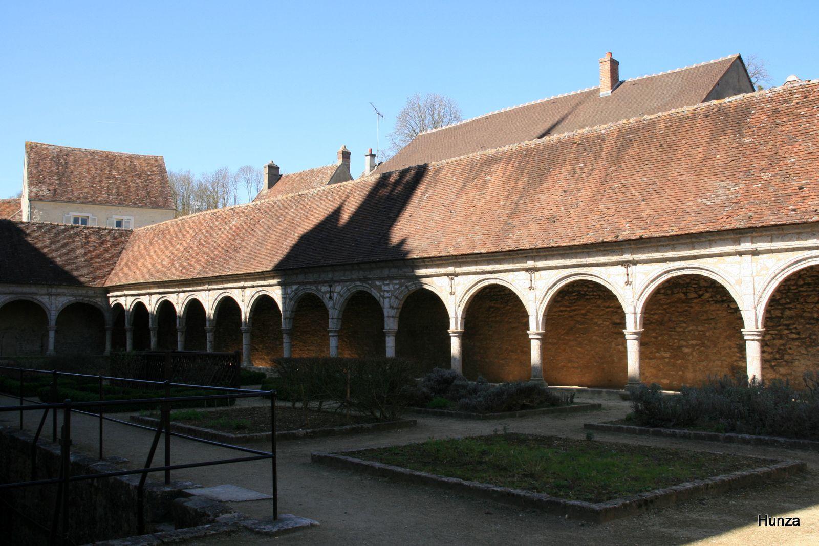 Cloître et jardin médiéval de Donnemarie-Dontilly