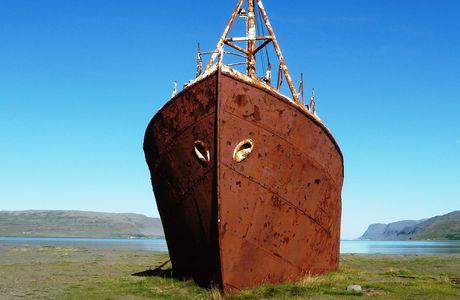 Islande : sur la baie de Breidafjörður, le bateau échoué