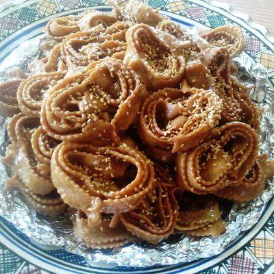 Chebakia marocaine (Mkherka)               الشباكية المغربية