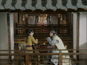 [Cernes sur petit écran] Moonlight drawn by clouds / Scarlet Hearts / W