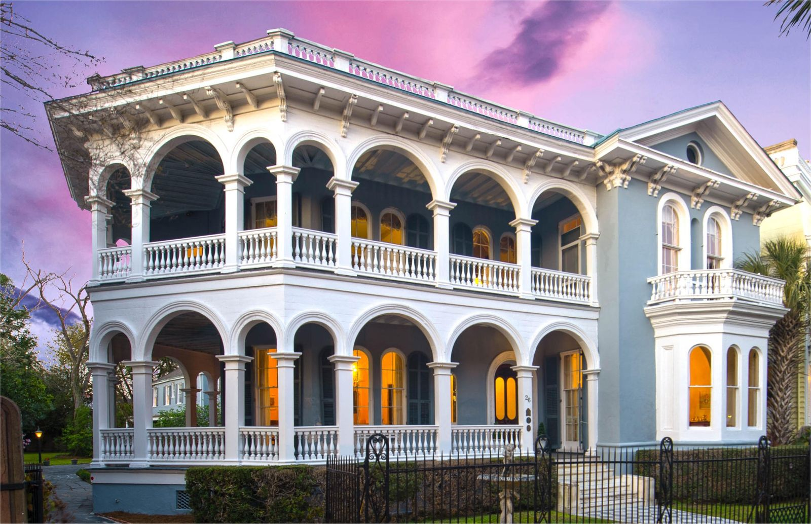 """""""La Mode Duncan"""", really the """"Pink House, 26s Battery Charleston (source estately com - listings - 26 S South Battery )"""