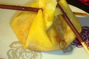Aumonières de crêpes framboises, ananas et coco