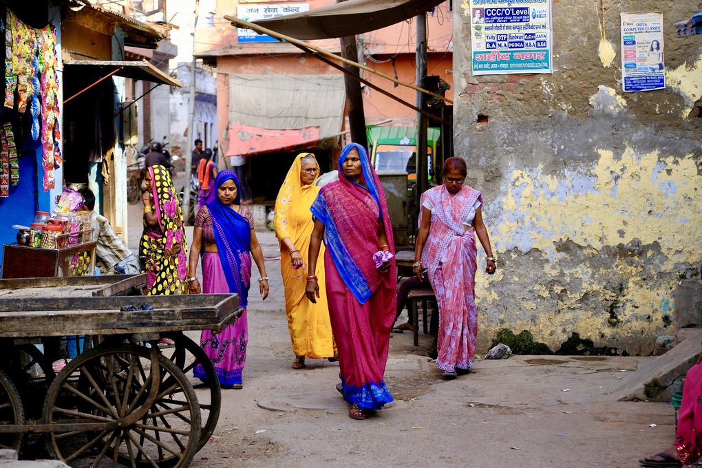 La vieille ville d'Agra, c'est avant tout une gifle dans mon bonheur de voyageur....des ruelles à l'infini, des visages de toutes sortes qui ont envahi mon subconscient pour des souvenirs et des parfums de bien être jusqu'à la fin de mon séjour.....peut être le meilleur moment de mon voyage....
