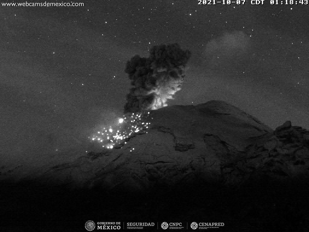 Popocatépetl - explosion of 07.10.2021 / 01h18 - WebcamsdeMexico