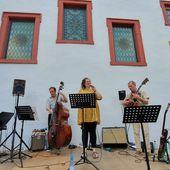 Jazz, Swing und Bossa Nova vom Feinsten beim 2. Veitshöchheimer Sommerkonzert mit einer tollen Sängerin und drei erstklassigen Instrumental-Künstlern - Veitshöchheim News