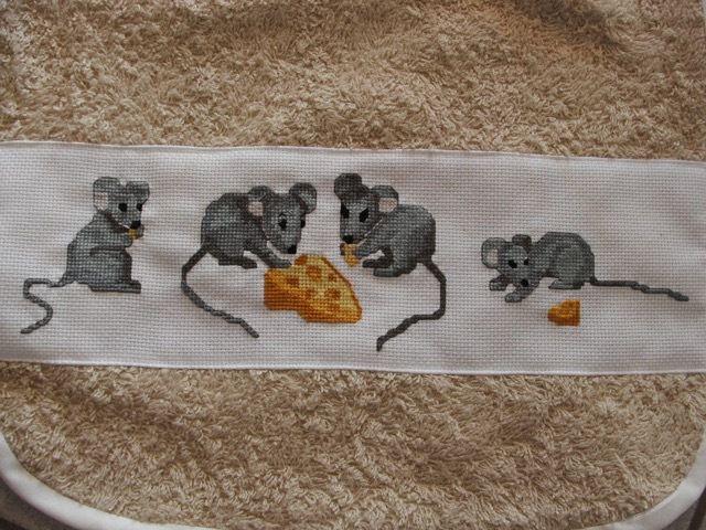 4 bavettes : Ourson marin, souris et fromage, chats colorés, animaux forêt - 2009