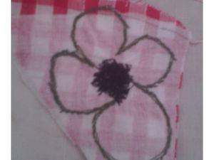 pour la fleur rouge : endroit/ envers appliqué et intérieur en piqué-libre.