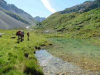 Une jolie rencontre. Le petit lac des Fées à la Plagne. Le refuge du Saut.
