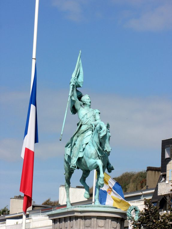 Monument au Général San Martin, général argentin. En 1850, le Général San Martin décède à Boulogne au 105, Grande Rue, où il demeurait depuis 16 mois.