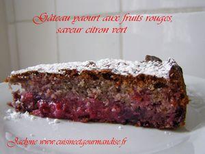 Gâteau yaourt aux fruits rouges, saveur citron vert bio Jaclyne www.cuisineetgourmandise.fr