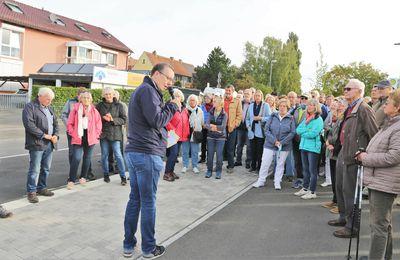 Ein höchst informativer gemeindlicher Informationsgang für 120 Bürgerinnen und Bürger - Teil 2: In und um das Baugebiet Sandäcker