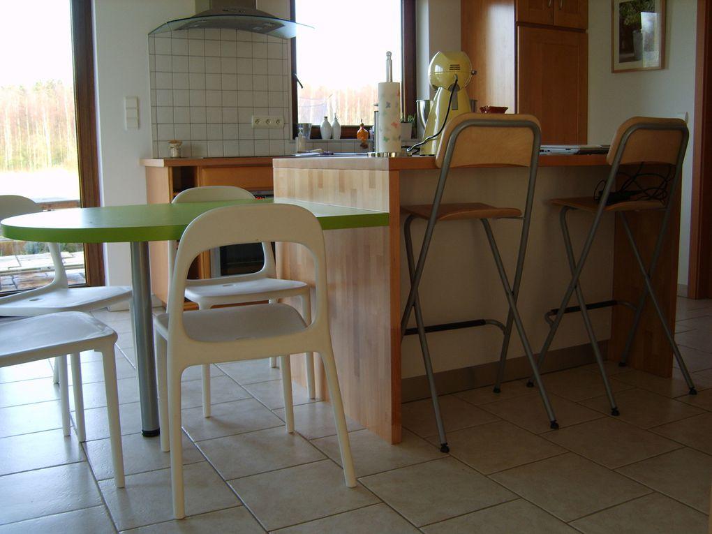 Aménagement d'un ilôl central avec table en concordance avec la cuisine existante