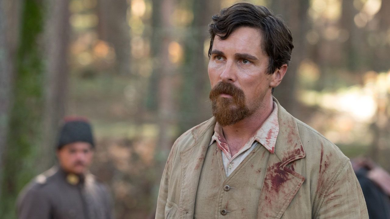 THE PALE BLUE EYE, CHRISTIAN BALE RETROUVE SCOTT COOPER