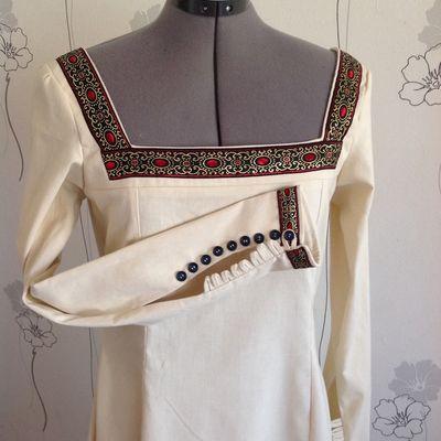 Robe médiévale beige en coton épais