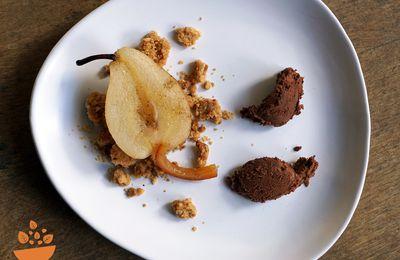 Poire en crumble et quenelle au chocolat [Dessert à l'assiette]