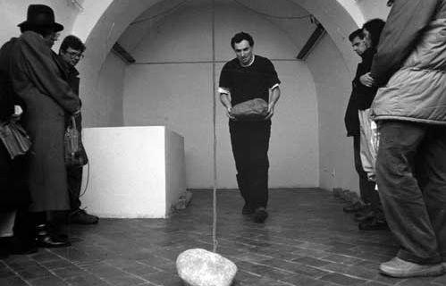 Ponizenie-wywyzszenie @ Zdzislaw Kwiatkowski. 1990. Galerie Labyrinth. Lublin