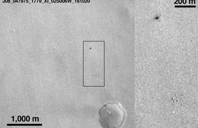 L'impact et le parachute de Schiaparelli localisés à la surface de Mars