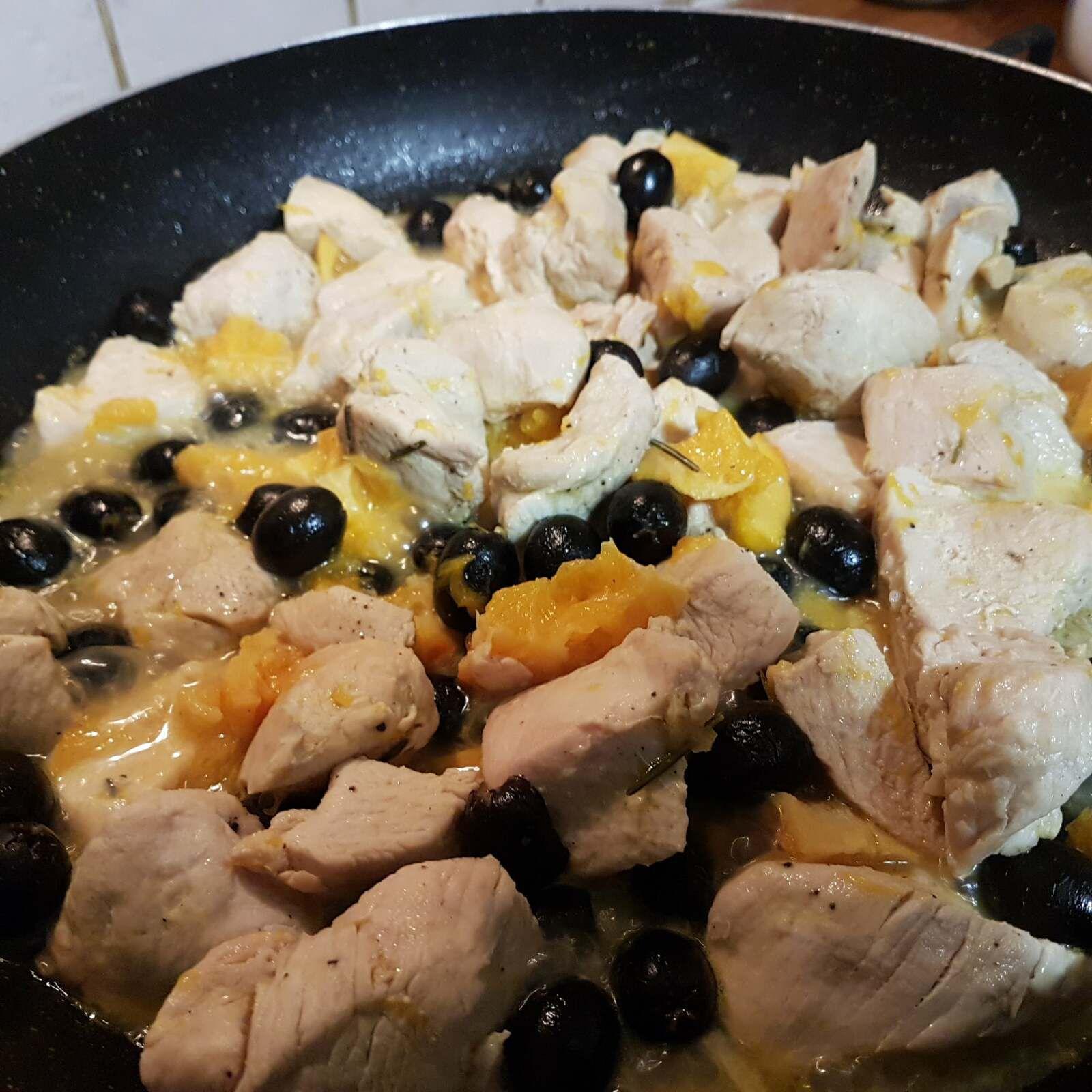 Ricetta bocconcini di pollo o tacchino all'arancia e olive nere