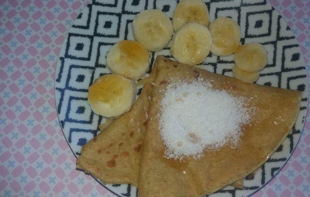 Crêpe légère aux yaourts et a la farine  complète avec ses accompagnements gourmands