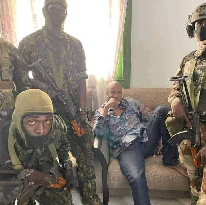 «Coup d'Etat militaire en Guinée-Conakry: le lieutenant-colonel Mamady DOUMBOUYA a renversé le président Alpha CONDE» par Amadou Bal BA - http://baamadou.over-blog.fr/
