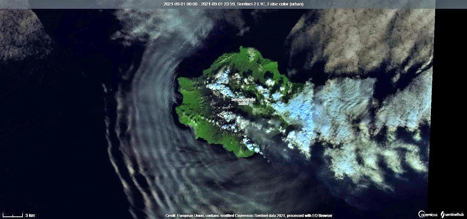 Semisopochnoi - Activité éruptive continue au Mt. Cerberus  - image Sentinel-2 bands 12,11,4 du 01.09.2021 / Copernicus - un clic pour agrandir