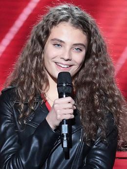 """maëlle, une chanteuse française gagnante de la septième saison de l'émission """"the voice"""", une grande voix est née"""