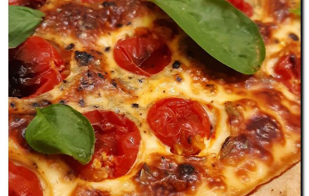 Tarte à la tomate cerise thym et basilic