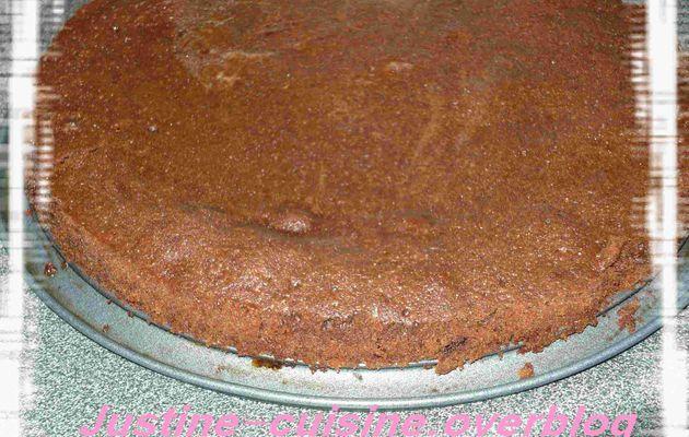 Gâteau chco-caramel sur fond de cookies choco